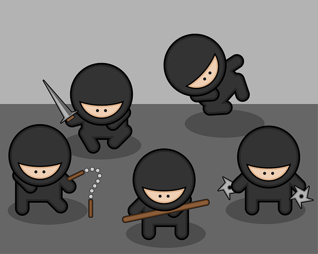 いろんな武器を持った5人の忍者キャラが集合
