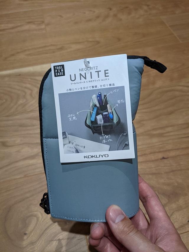 購入したネオクリッツ ユニテを手に持った写真