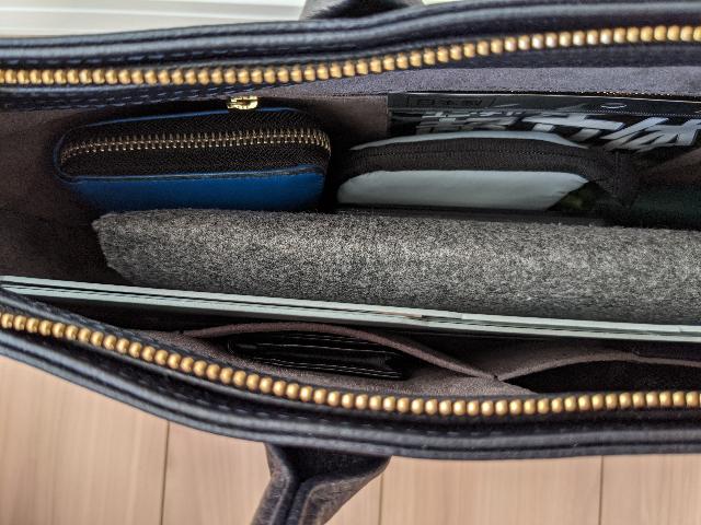 ビジネスバッグの中に突っ込んだネオクリッツ ユニテ