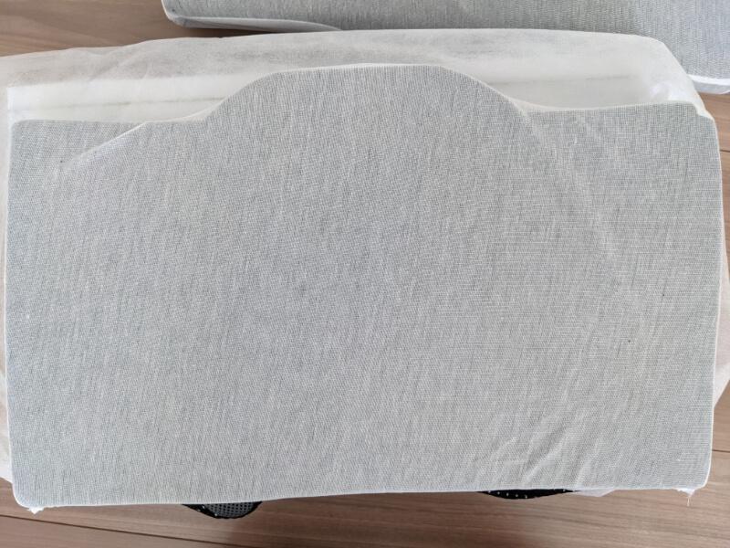 GOKUMINプレミアム低反発枕の枕カバーをあけて取り出した枕本体素材